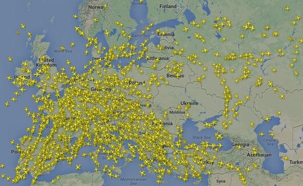 Extraordinary image from @plane_talking: you can see planes moving away from Ukraine airspace http://t.co/6GZLemIKfv