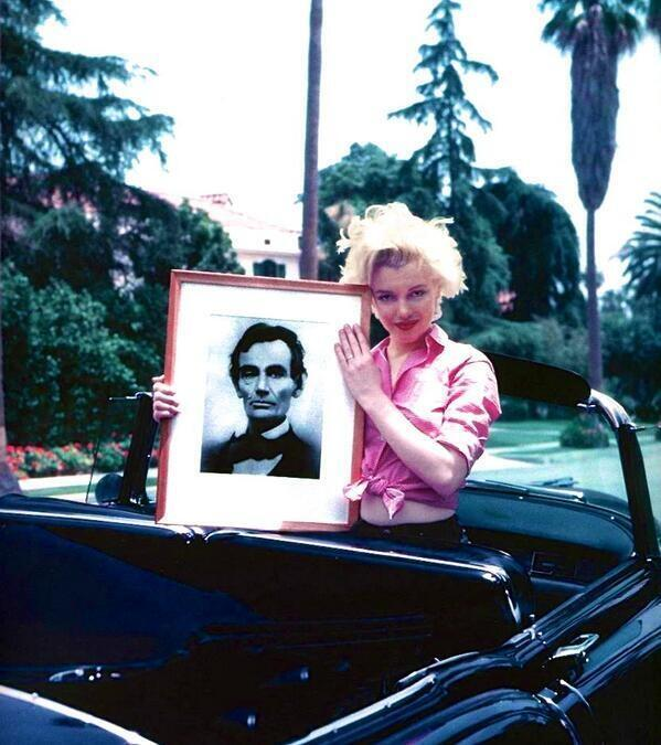 Marilyn Monroe with a portrait of Abraham Lincoln, Los Angeles, 1954  #images #wallpapers #photos #photography http://t.co/bUJTFkR9oM
