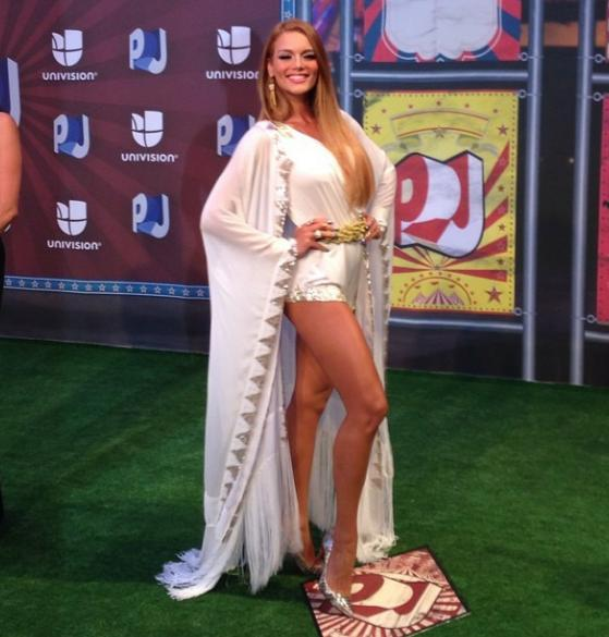 """@boricuatwit: #PremiosJuventud #MejorVestida @Zuleyka_Rivera http://t.co/KkMQfNfNp8"""