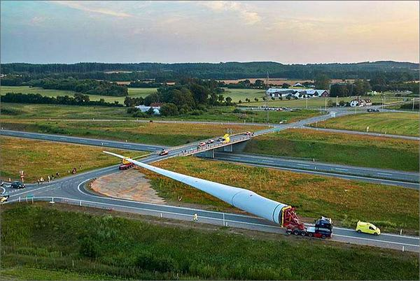 NREL investigates the challenges of transporting & installing bigger, taller wind turbines. http://t.co/swTg7YlG4I http://t.co/tK7F8DvcB6