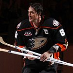The Anaheim Ducks will retire Teemu Selannes No. 8 jersey this upcoming season: http://t.co/MKgpNEJDDE http://t.co/VnHplDWlQN