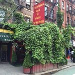 This 9th Ave restaurant grew itself a nice natural awning. #NYC http://t.co/D8RhArZAaa