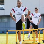 El primer entreno de James con el Real Madrid, en imágenes http://t.co/BgthojW3Do #OigoLAFm http://t.co/lR4Gen277m
