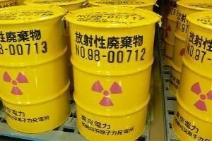 おさらいしましょ。3・11までの100Bq/kgの放射性廃棄物の法律に沿った扱い方。今は99Bqまで食品売り場に並べて良い。ってか、超えてても確かめようがない。 http://t.co/m9D0XAIa6c