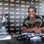 Ronaldinho se despede do #Galo: https://t.co/dybKVohI3R http://t.co/cbvdyZ6NgZ