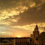 """""""@LariosHector: """"@webcamsdemexico: Espectaculares imágenes puesta d Sol #Hermosillo, Sonora http://t.co/EHLZC2JZPw""""""""/ Sí, ok. ¿Y el derrame?"""