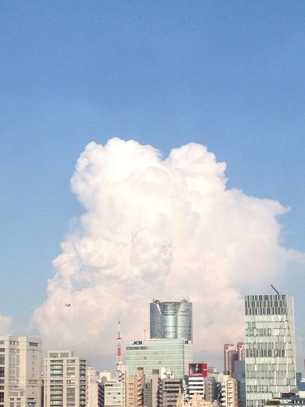 【速報】東京の入道雲がヤバイ これは完全にエロゲですわ・・・