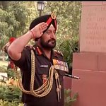 Delhi : Outgoing Army Chief General Bikram Singh at Amar Jawan Jyoti http://t.co/SjNR83FlMG