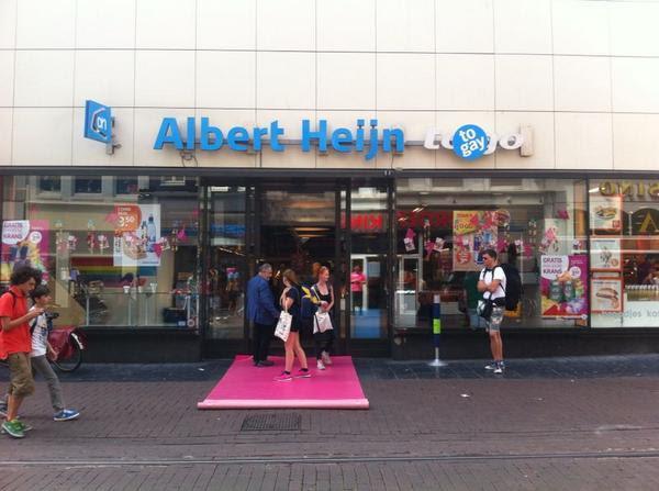 """Love it. Albert Heijn is voor een paar dagen """"AH to gay"""" #gaypride http://t.co/cswBUZc5R1"""