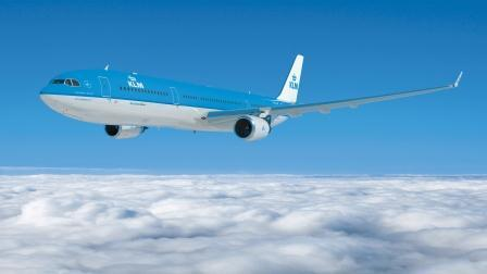 Today with #KLMSummer you could #win a KLM A330 or 747 model aircraft! Follow & RT to enter! (Pic not to scale ;)) http://t.co/5WNLDqp6m2