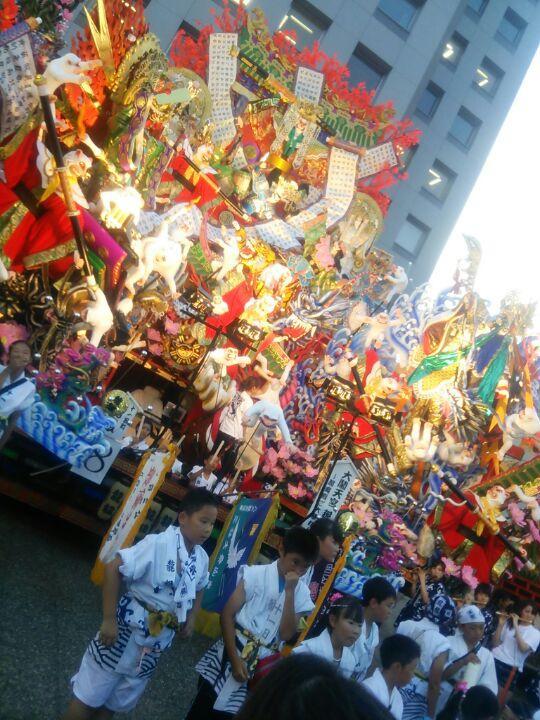 ここの山車がなかなか面白いな~! #八戸三社大祭 http://t.co/1pPuKgMczF