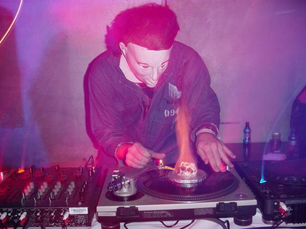 #throwbackthursday Me as #MichaelMyers from #Halloween w/ my record on fire at Apres Nightclub in Feb 2004 #DjKos http://t.co/AVx1U99mJG