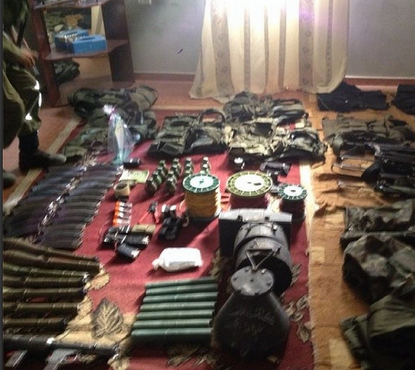 You're looking at weapons found in a Gaza home. Yes. Children live in this home. http://t.co/Hf0pO9wYmd #Israel http://t.co/VMNfIBQyJZ