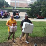 Such nice guys - @clindsey11 and @johnsimon31. Even the coaches are helping players move in. #RISE #SMTTT http://t.co/u4GGxVF5xs