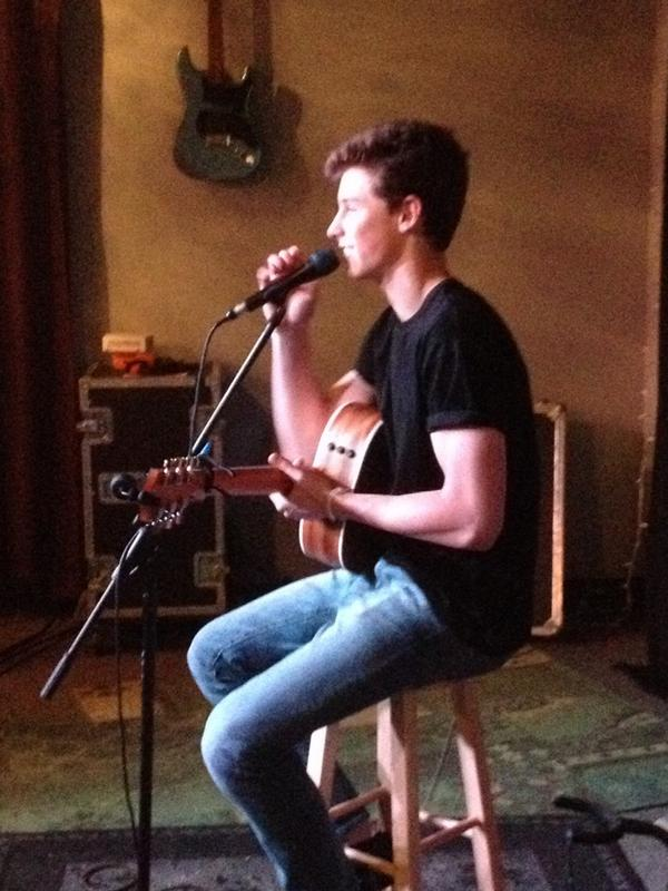 We have the talented @ShawnMendes here in the studio singing his new song Life Of The Party! http://t.co/4X1Y52pVQz http://t.co/2BRLScYRzY