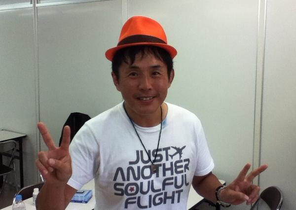 佐藤くん、カサリンチュの帽子を拝借、ご満悦。 おいおい、帽子が可哀そうだろ(笑) http://t.co/EC3NTQgpaM