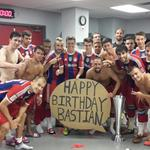 Happy Birthday kleiner Bruder aus New York! @pizarrinha @R13_official @FCBayern #AudiFCBTour http://t.co/CkTfXXGZNU