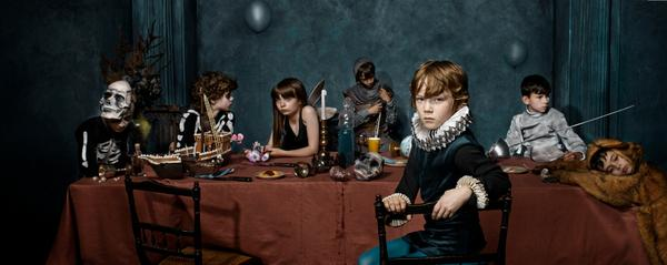To be or not to be… We can now reveal the official photo for #hamletbarbican http://t.co/9VrGPsUiQ1 http://t.co/iVfudh4Lvf