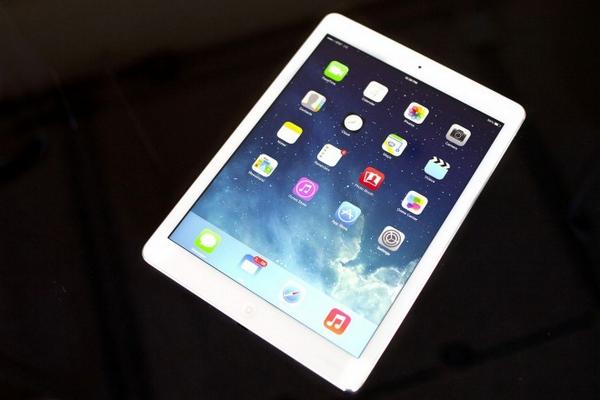 We have a new #competition, you could win a brand new #iPad Air. All you have to do is #Retweet and #Follow to #win http://t.co/JTQpmi5IyL