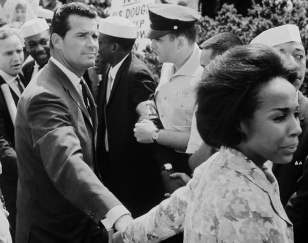 James Garner with Diahann Carroll  1963 #EqualRights March on Washington DC  #photo #ispiration http://t.co/x5i1IYtoOn