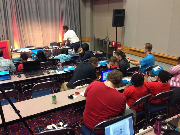 Helping with the #oscon kids Arduino workshop #devoxx4kids