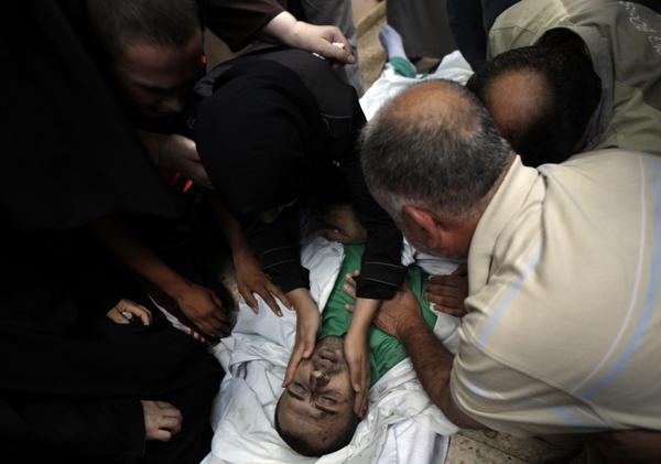 Israel mató ayer en Gaza al médico Fuad Yabed, q conducía una ambulancia (Foto: @AFP) y al periodista Khaled Hammad http://t.co/iwnaCwmxPl