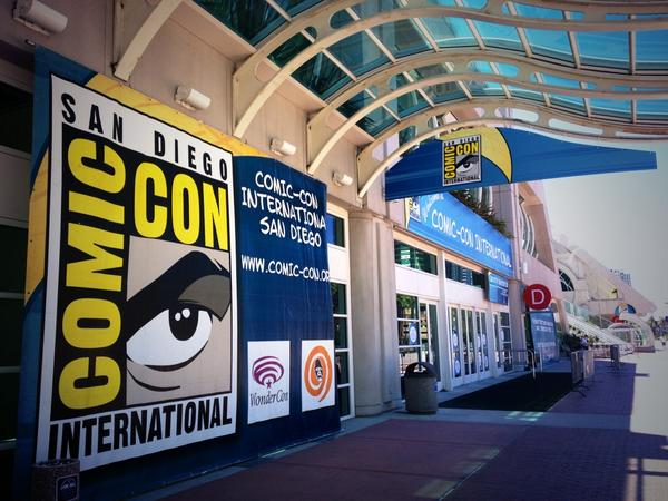 Set up underway for @Comic_Con ... Lots of activity inside the building! #sdcc http://t.co/NSPxWtLqgU