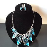 Statement enamel necklace and earrings in peacock blues and greens £18 #doncasterisgreat #iLoveDN #TLRetford ???? http://t.co/ErdVG2Dqle