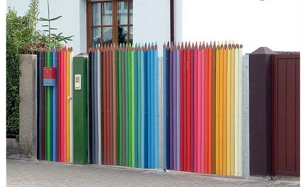 I love! RT @robertsnickc: Clever #streetart, #spain. #crayon #fence. http://t.co/mIg94OGHUp http://t.co/X24aY0Uqfi