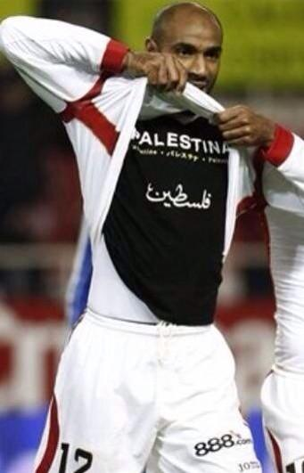 If I were still playing football, I would display this shirt every game - regardless of consequences! #FreePalestine http://t.co/VYTal99zDS
