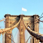 Police investigate white flags found mysteriously placed atop Brooklyn Bridge: http://t.co/v5LEQvP3hK http://t.co/p1Iv6fR4Ge