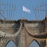 RT @NYCityAlerts: Brooklyn: NYPD reports Brooklyn Bridge american flags was replaced with white flags. Req ESU. Via @Gothamist http://t.co/0AnWdGUqHE/s/rga
