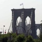 RT @NBCNewYork: Mysterious white flags replace American flags atop Brooklyn Bridge http://t.co/gzH5HGTacQ http://t.co/nLeFPU7VcX