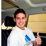 James Rodríguez ya se viste con el blanco del Real Madrid #JamesEsReal http://t.co/rx78O2FkM7 http://t.co/d4Aj1i0GPU