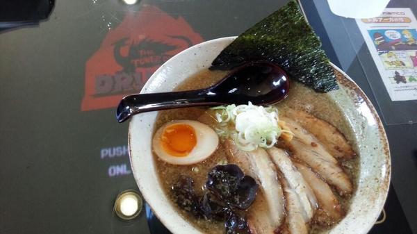 ゲーセンではなくラーメン屋です。 日本最北端にして唯一のドルアーガ設置ラーメン屋らしい。 http://t.co/K1bmlpJLTf