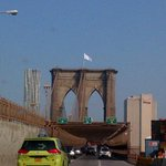 The surrender to hipsters! Who swapped out the US flags atop BK and Man Bridges for white flags? http://t.co/qgpSQRczBg (h/t @MarkWeprin).""