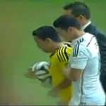 RT @Madridismoo_Es: James con un aficionado ¡QUÉ CRACK! http://t.co/XLF400Gd27