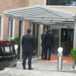 Obama bij ned ambassade. Nu. http://t.co/54Ul2M57VN