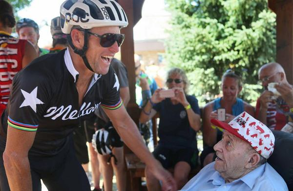 .@LanceArmstrong stopped today to thank Mr. Pork Chop, Paul Bernhard, for his service to #RAGBRAI. http://t.co/UNsepAk15Z