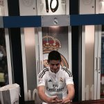 RT @thefootballcafe: James Rodriguez taking a selfie inside the Real Madrid dressing room.. http://t.co/sRTlZfoM4D