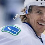 Toronto Maple Leafs sign David Booth to 1-year contract. http://t.co/CmAabVoENy http://t.co/bZFhgoUNCE