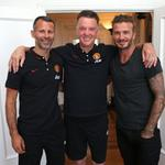 David Beckhams just popped by to say hello to his old mate Ryan Giggs and new #mufc boss Louis van Gaal. #mutour http://t.co/xeIDtDivhJ