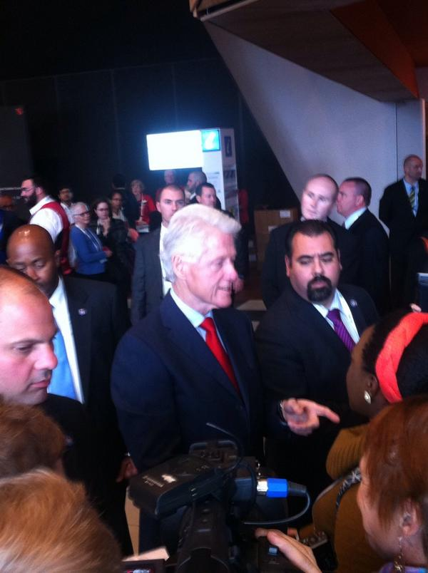 .@billclinton, had a meet and greet with the #AIDS2014 crowd & Melbourne media. Hear it all on @channeltennews 5PM.