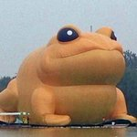RT @joshchin: China censors story of giant inflatable toad after people say it looks like Jiang Zemin: http://t.co/STFXSFMimz http://t.co/KqcaMC7GAD