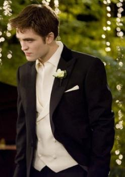 More than 5,000 actors auditioned for the role of Edward Cullen, but Robert Pattinson got the role. #TwilightFacts