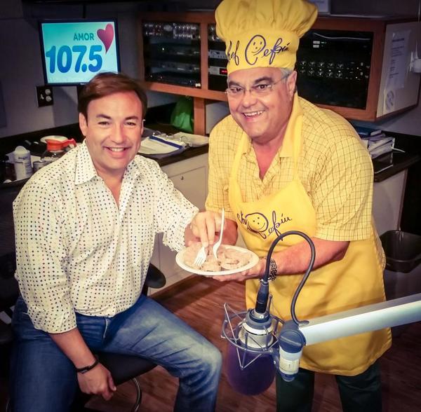 RT @1075amor: Miren lo que trajo @Chefpepin al #DesayunoMusical @JavierRomerotv http://t.co/6Qrrqd3r2n