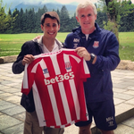 RT @Squawka: New Stoke signing Bojan Krkić does the shirt holdy thing with Mark Hughes. http://t.co/GPD2W5k4zP