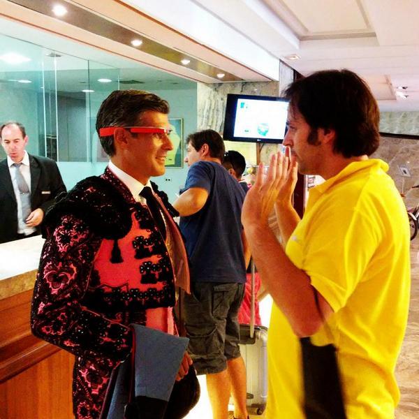 Primer torero del mundo con #Google #Glass en la feria de #Santander by @rperezre #smcant #SemanaGrandeSantander2014 http://t.co/hxFFegA38v