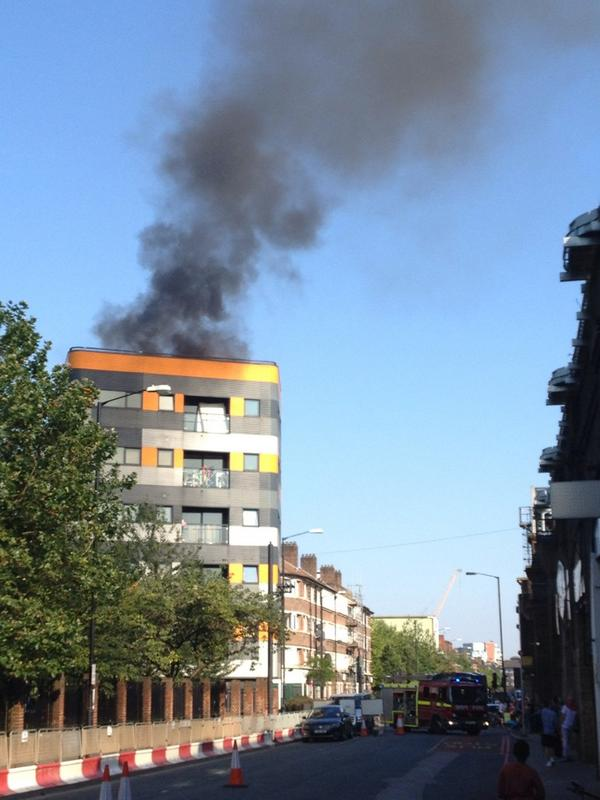 That firey smell you think you can smell all over SE1 is a fire. (On the corner of Druid Street & Tower Bridge Road) http://t.co/r0JkkwqkCC