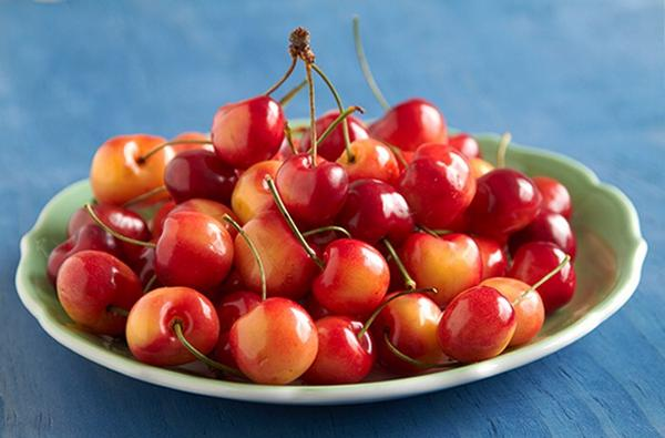 3 days only, get brightest, reddest, cheeriest cherries of the season for $1.99/lb. http://t.co/cYP5YJP8Yq #fd100joys http://t.co/CY3TycZFs1
